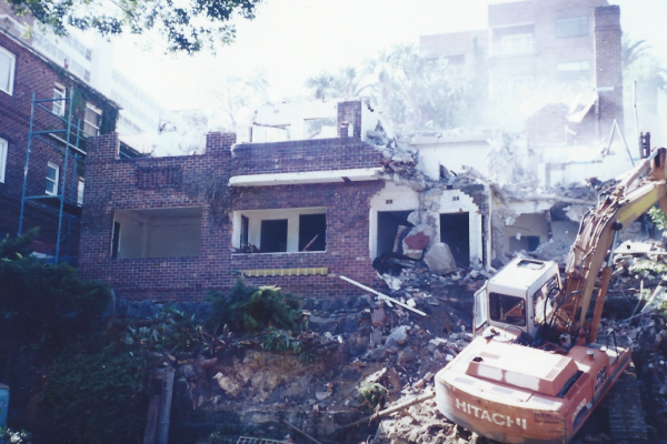Demolition of a block of apartments New Beach Road Darling Point